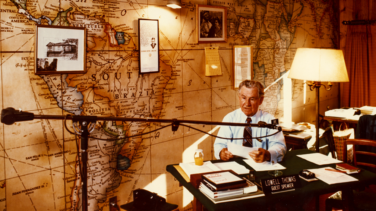 Voice-of-America_-Lowell-Thomas-and-the-Rise-of-Broadcasting